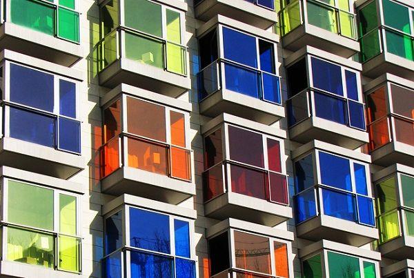 балконы с цветным стеклом
