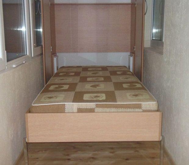 Откидная кровать на балконе