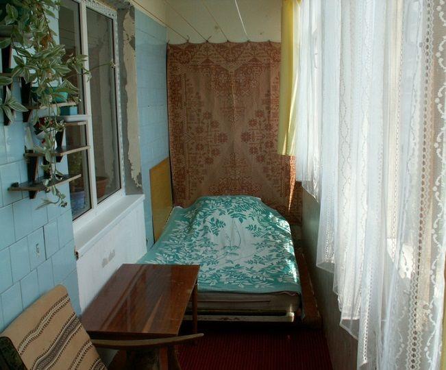Как сделать спальню из балкона.