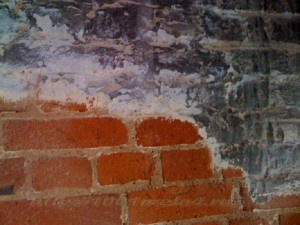 Очистка кирпичной стены от грязи пыли копоти и краски