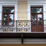 балкон с перилами