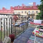 навесные столики на открытом балконе