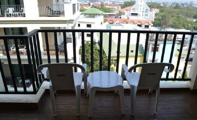 пластиковая мебель для открытого балкона