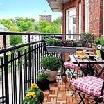 легкий стол и стулья для балкона
