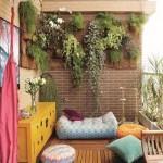 подушки и пуфики на балконе