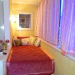 Женская спальня на лоджии