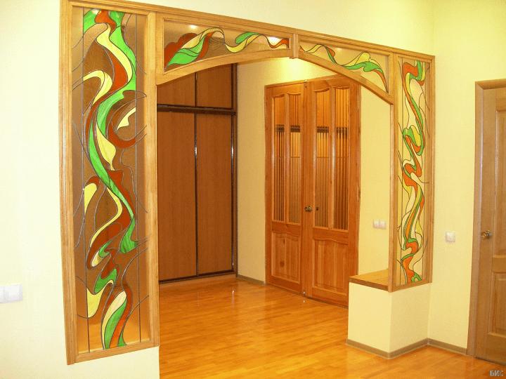 арка с витражем